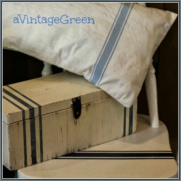 Grain striped pillow box chair