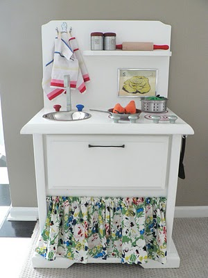 This kids kitchenette used to be an old end table! The thrift store DIY project possibilities really are endless!