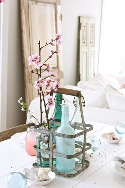 This vintage milk bottle holder makes a beautiful centerpiece for a dining room table