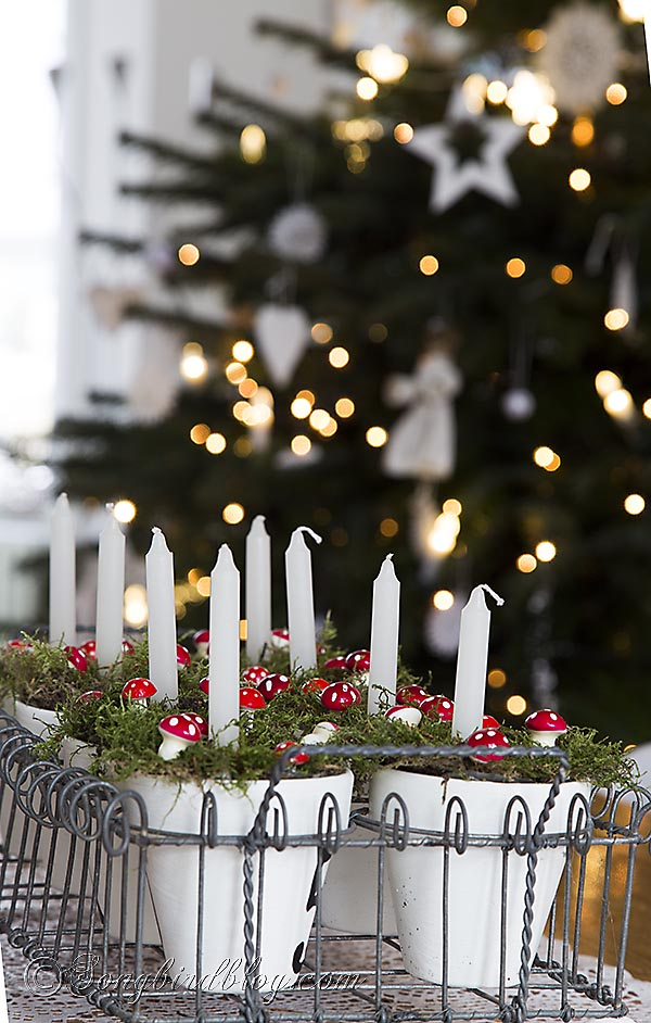 Christmas-tree-bokeh-candles-decoration
