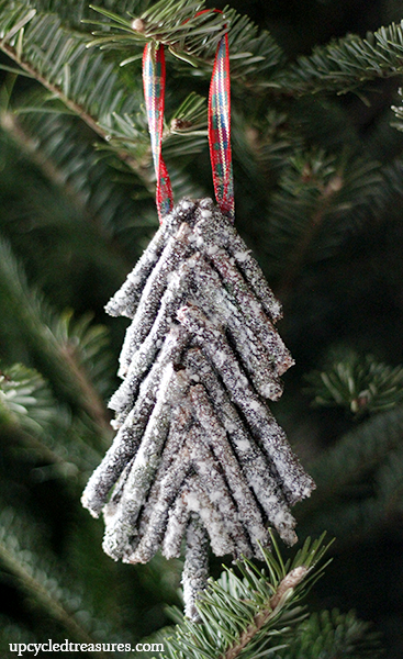 diy-rustic-twig-christmas-tree-ornament-upcycledtreasures1
