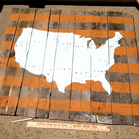 Nap Time is My Time made this map of the USA pallet wall art with some stencils and paint