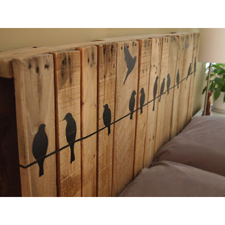 Pallet wall art diy projects the cottage market - Tete de lit avec des palettes ...