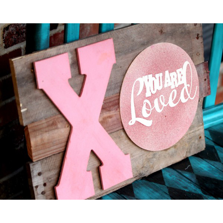 Roubinek Reality...DIY Valentines Day Wood Pallet Art