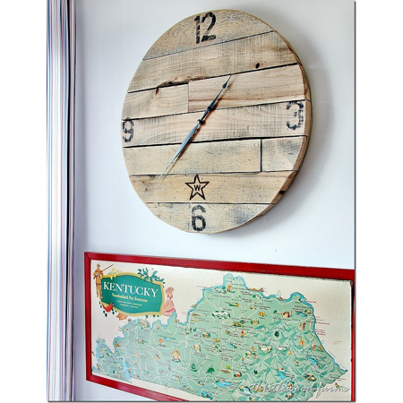 Thistlewood Farms...How to Make a Pallet Wood Clock