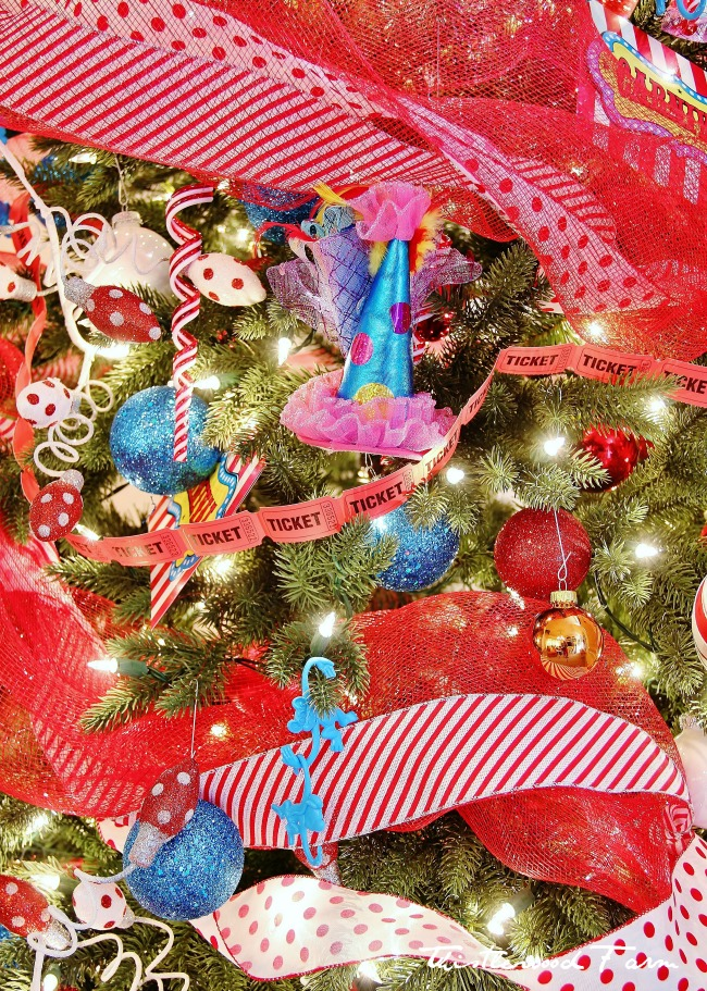 Holiday House Tour, A Tree and Giving Back