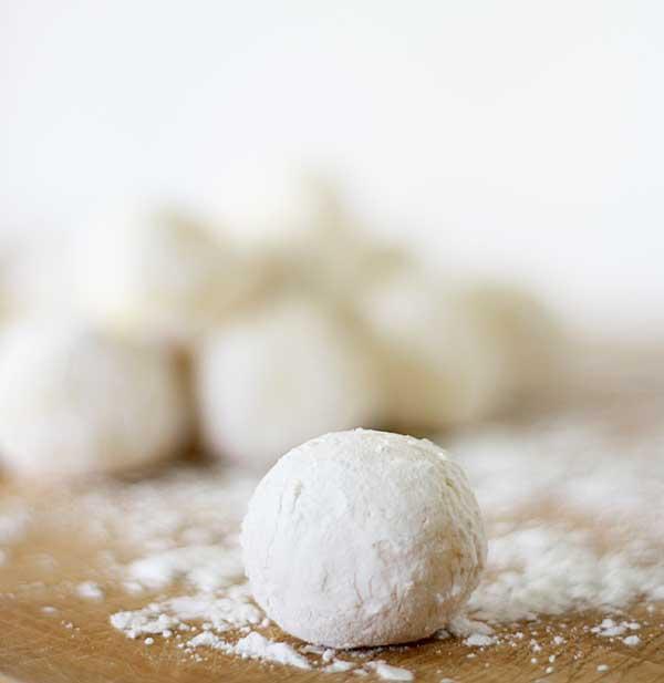 white-chocolate-cream-cheese-truffles