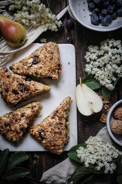http://thecottagemarket.com/wp-content/uploads/2015/06/pear-blueberry-scones-with-amaretti-crumble-19.jpg