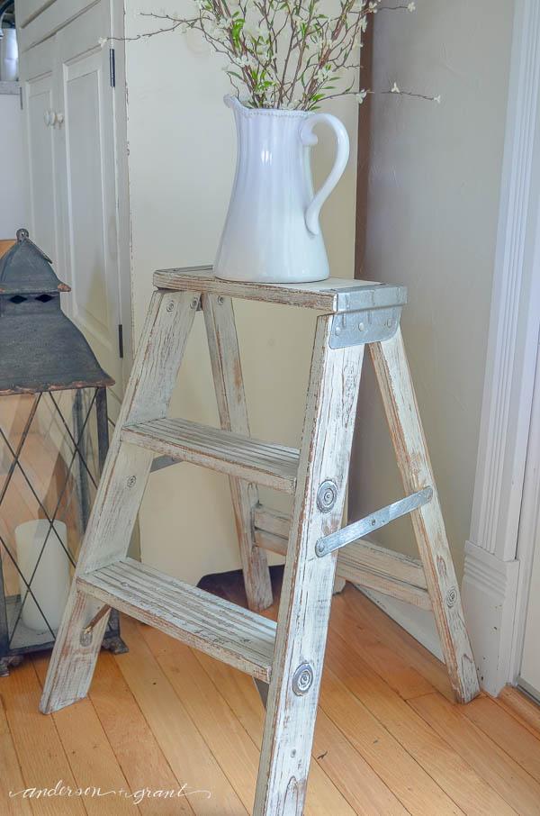 painting-distressed-vintage-ladder
