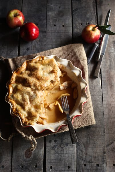 http://thecottagemarket.com/wp-content/uploads/2015/09/best-apple-pie-recipe-.jpg