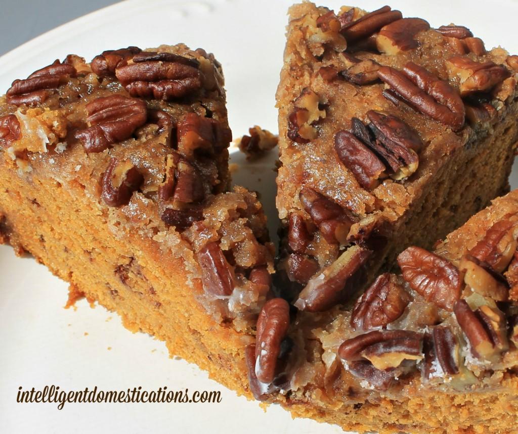 Crockpot-Struesel-Pumpkin-Coffee-Cake-3.intelligentdomestications.com_-1024x859