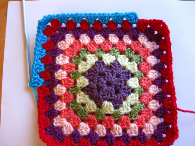 This crocheted granny square is easy to make and looks fantastic.