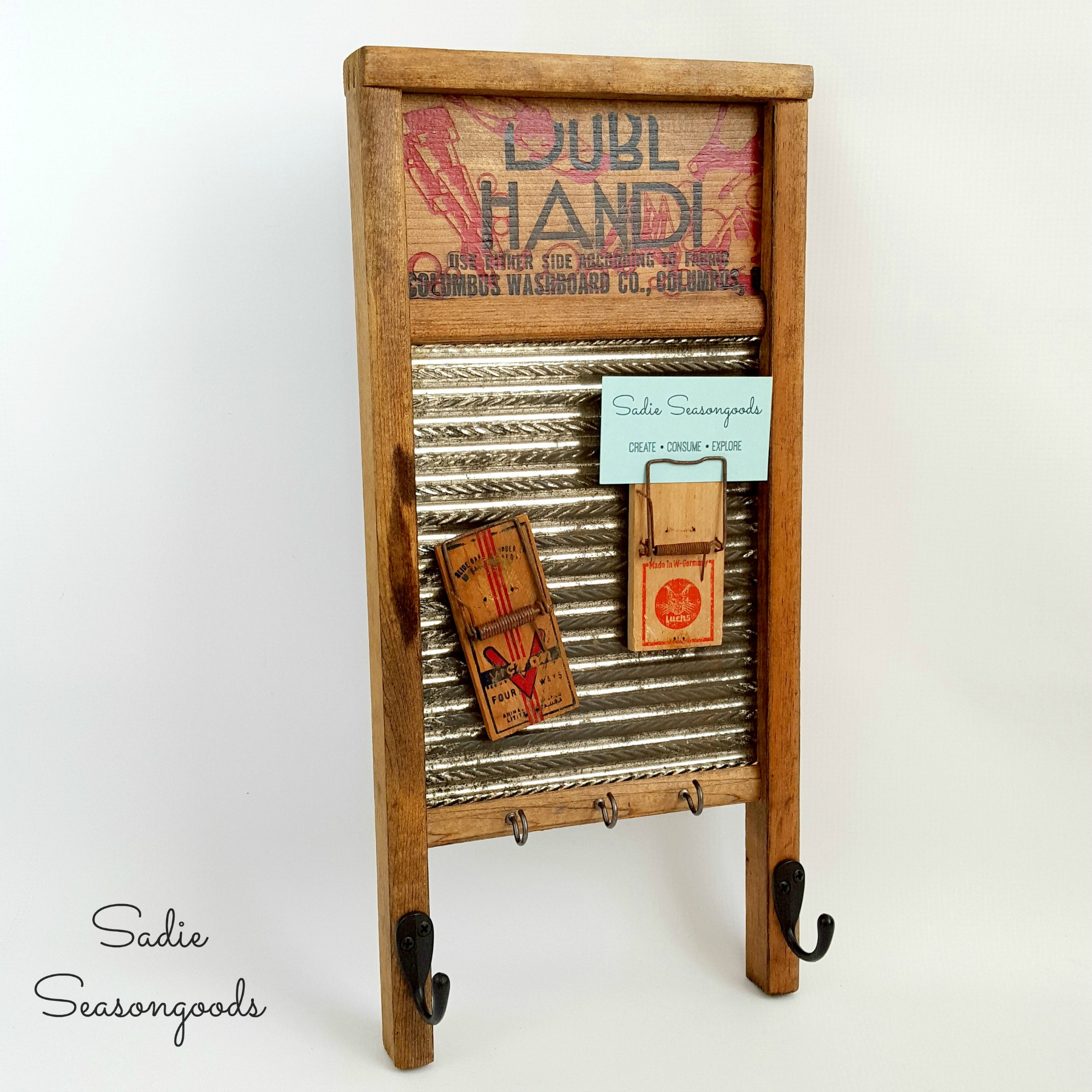 http://thecottagemarket.com/wp-content/uploads/2016/05/Creating_a_farmhouse_message_reminder_center_with_repurposed_vintage_washboard_and_mousetraps_by_Sadie_Seasongoods-1.jpg