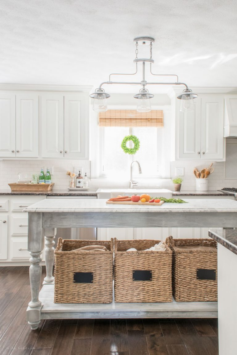 Farmhouse kitchens blogger 39 s kitchens the cottage market for White farm kitchen