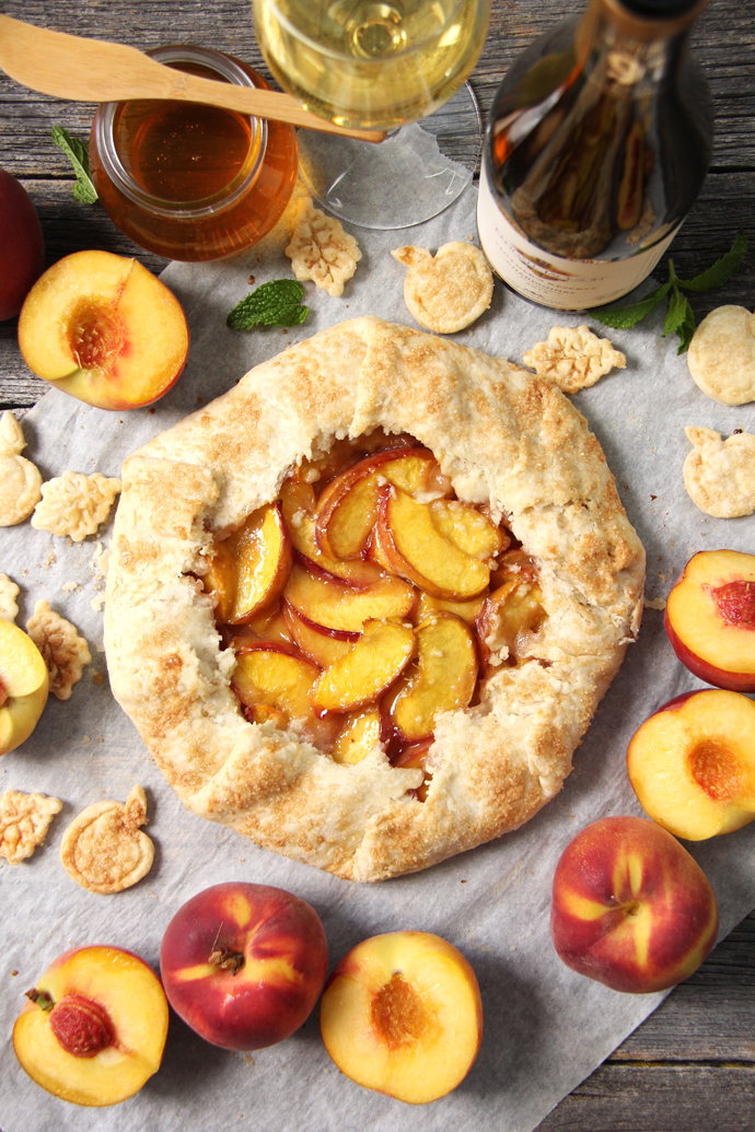 http://thecottagemarket.com/wp-content/uploads/2016/08/Honey-Peach-Galette.jpg