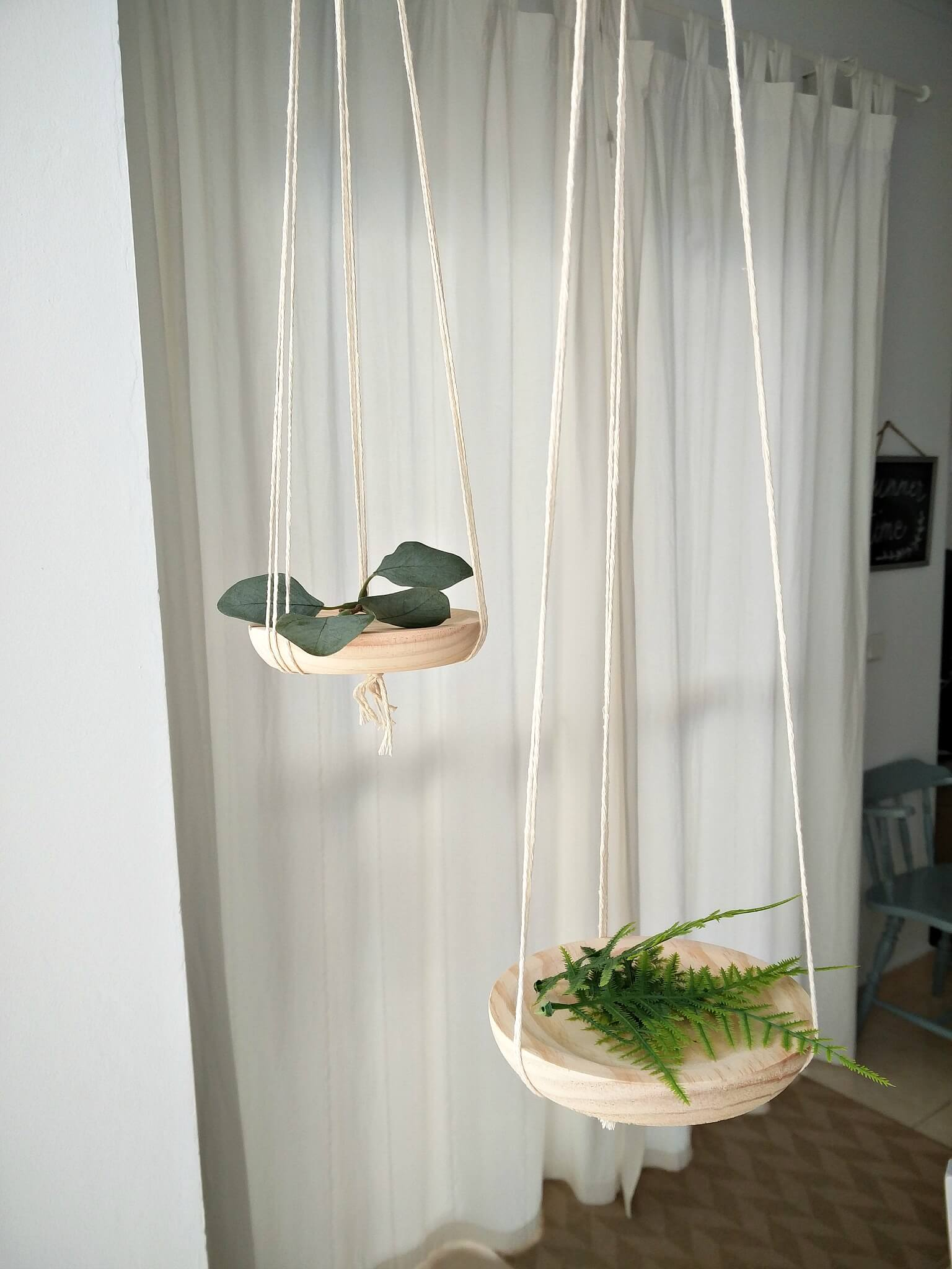 Simple-Mini-Floating-Shelves-kreativk.net-10