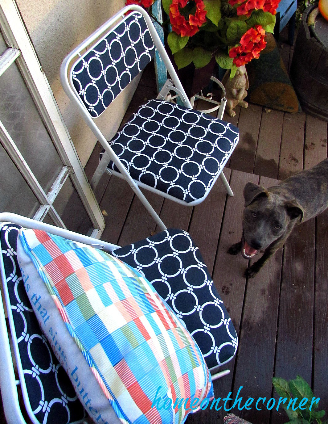 folding-chair-makeover-with-rozy