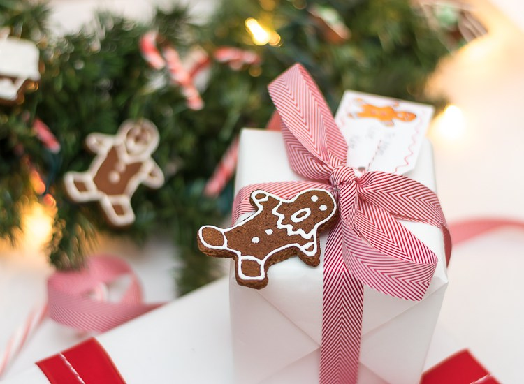 gift-wrap-gingerbread-man-2