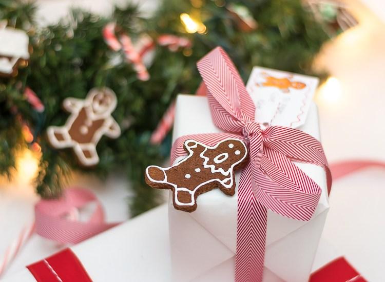 gift-wrap-gingerbread-man-2