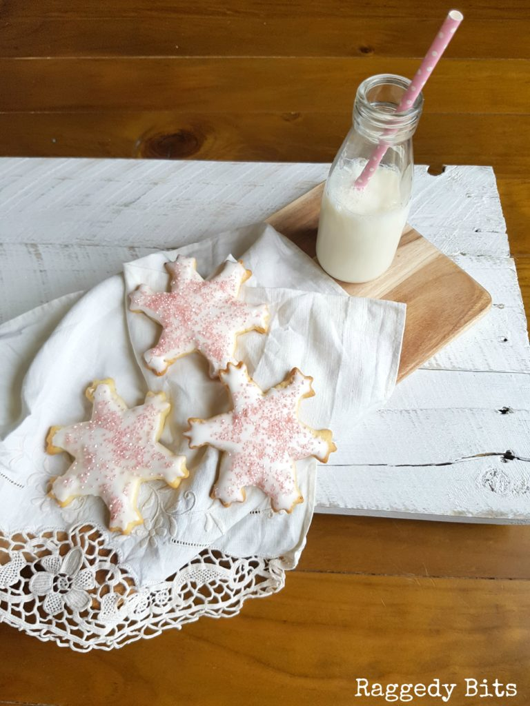 http://thecottagemarket.com/wp-content/uploads/2016/12/Pink-Sparkle-Snowflake-Cookies-7-768x1024.jpeg