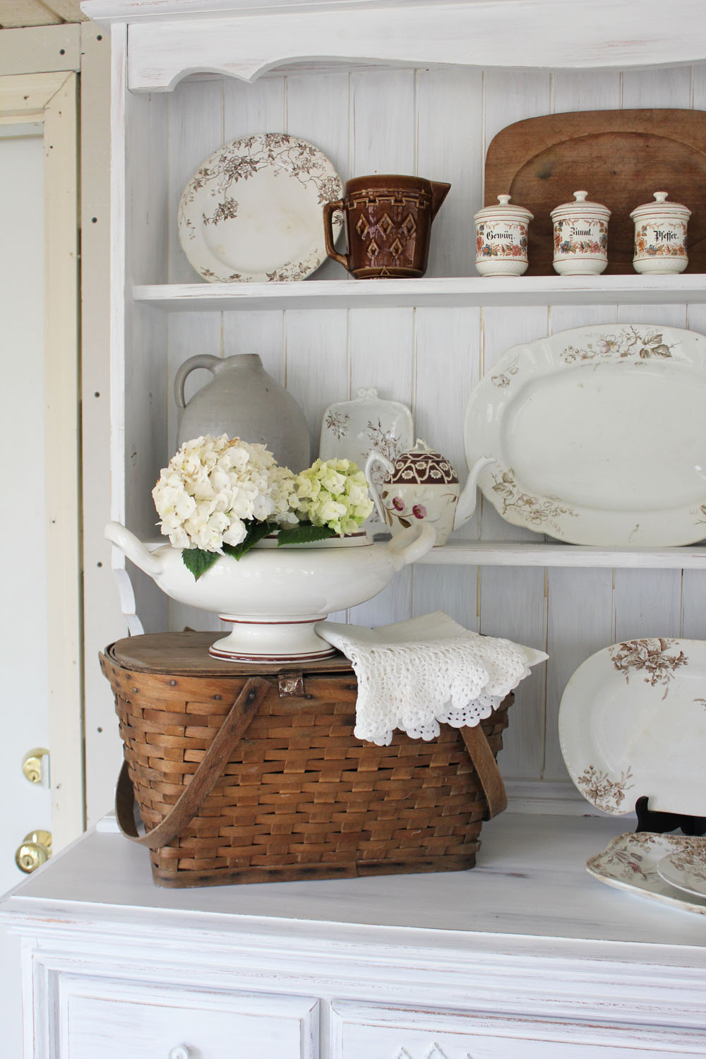 Adding farmhouse charm by decorating with baskets the for Cottage charm farmhouse