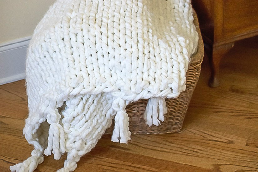 This DIY chunky knit blanket is a day's project, but so worth it to be warm and cozy!
