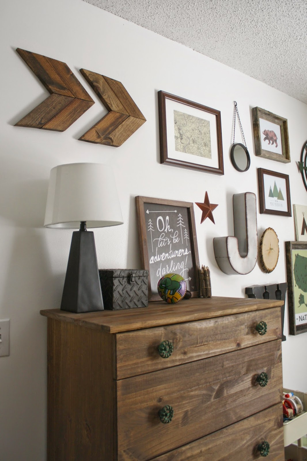 Farmhouse wall art is easy to recreate with this simple tutorial