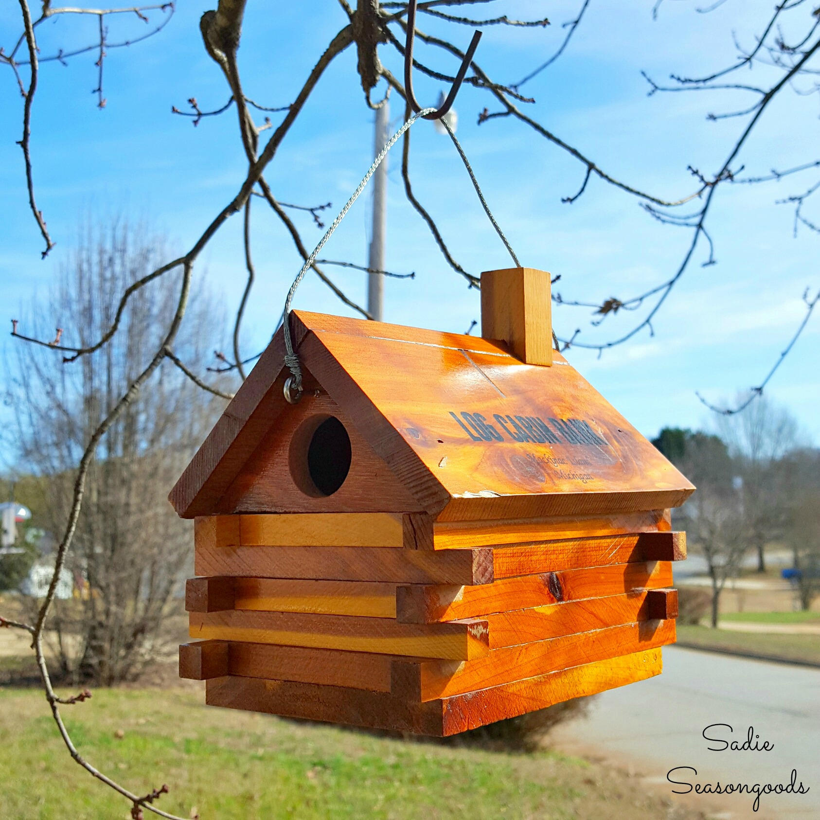 http://thecottagemarket.com/wp-content/uploads/2017/03/Vintage_souvenier_log_cabin_bank_repurposed_upcycled_as_DIY_birdhouse_for_small_birds_wrens_and_chickadees_by_Sadie_Seasongoods.jpeg