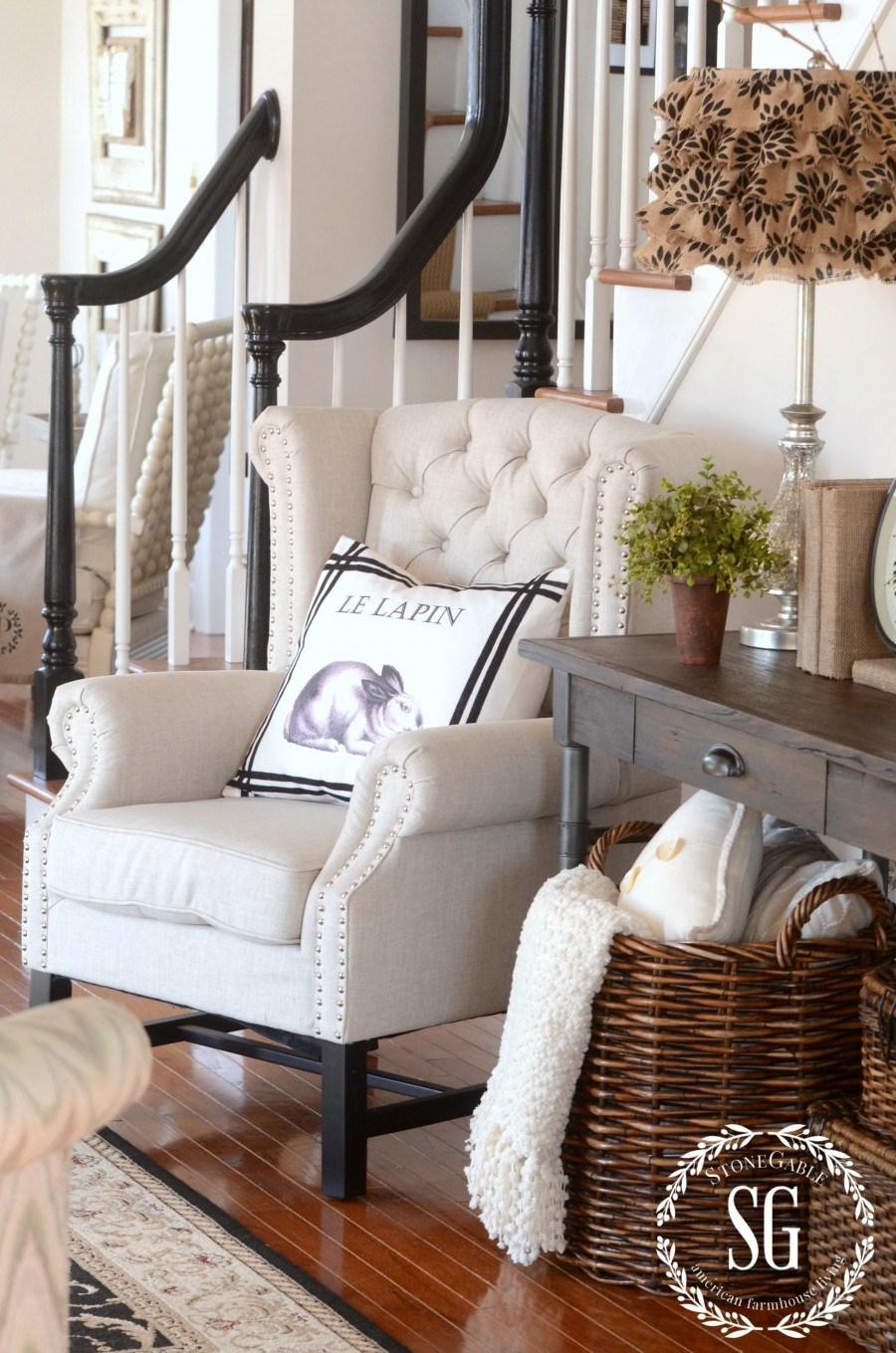 Small Foyer Stool : Elegant ways to give your entryway farmhouse style