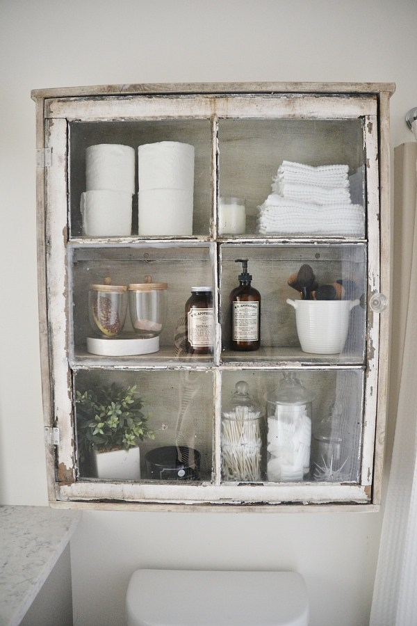 Spectacular One more visit to the girls from Shanty Chic uthis time they are sharing a tutorial for this fabulous Bathroom Storage Case What a beauty