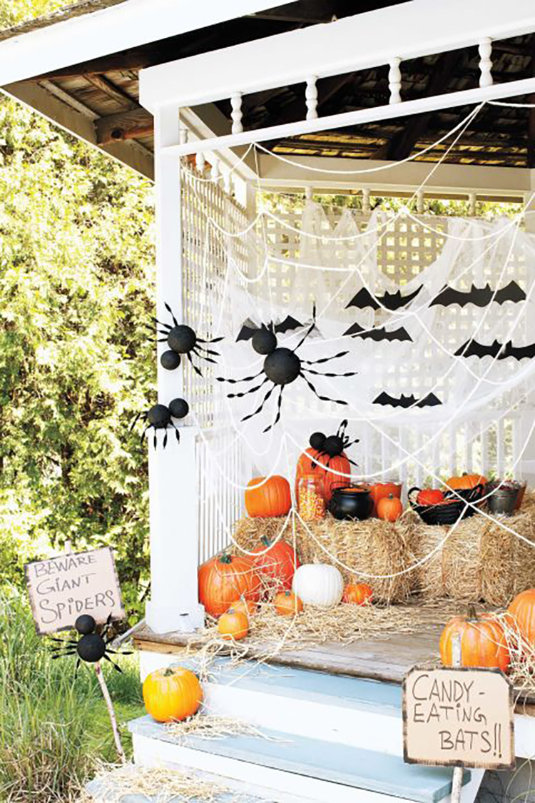 http://thecottagemarket.com/wp-content/uploads/2017/09/FarmhouseHalloweenPorch3.jpg