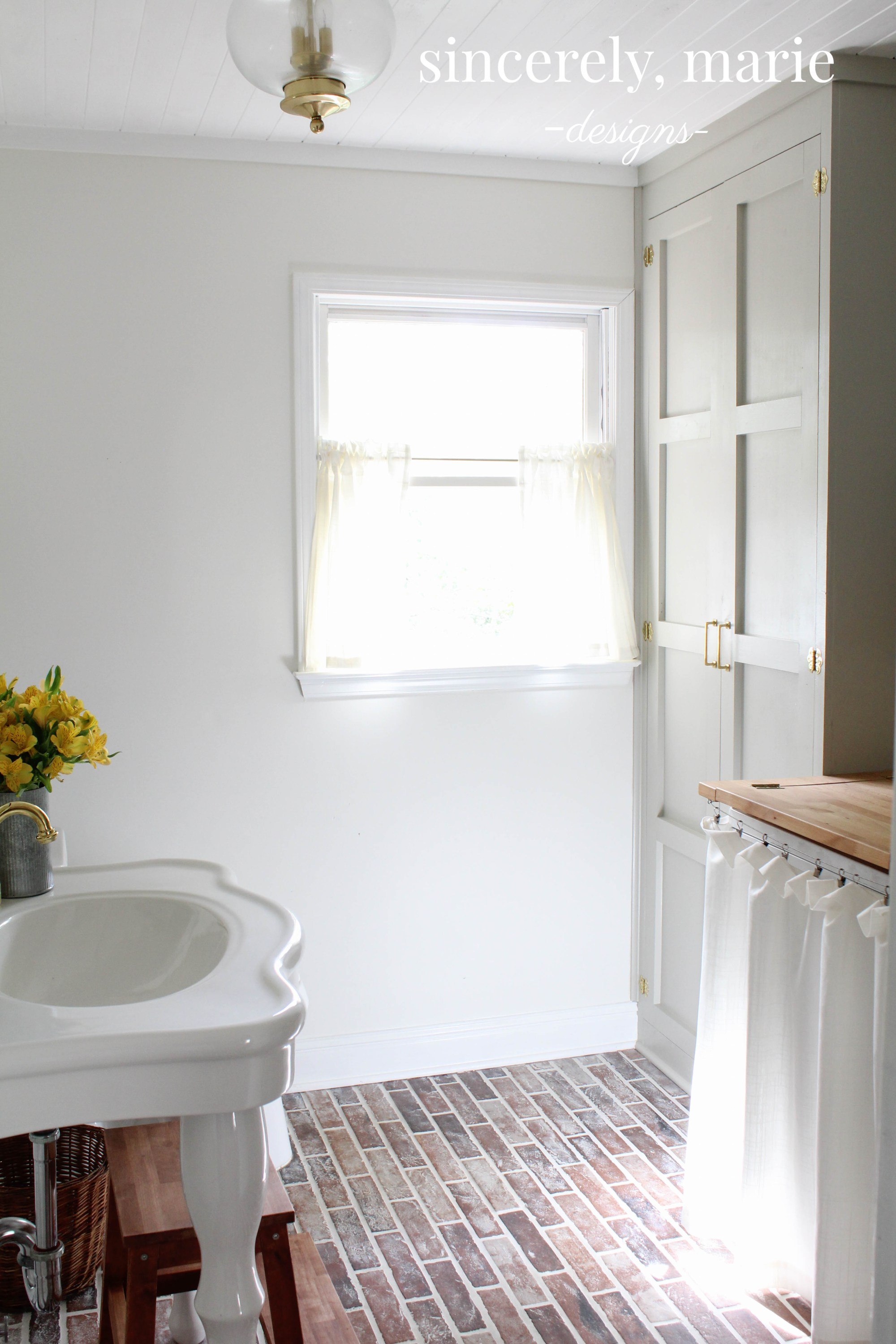 Brick floor bathroom - As Always Here At The Cottage Market We Would Like To Send Out Tons Of Appaws And Applause To All Of Our Blogger Friends For Sharing Their Talents And