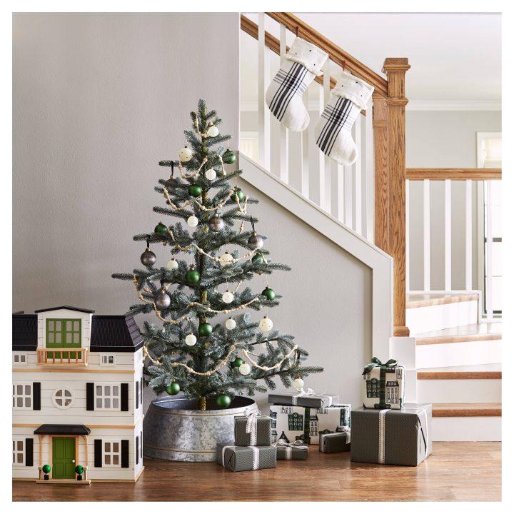 Home Target: A Peek At Chip & Joanna Gaines' Farmhouse Christmas