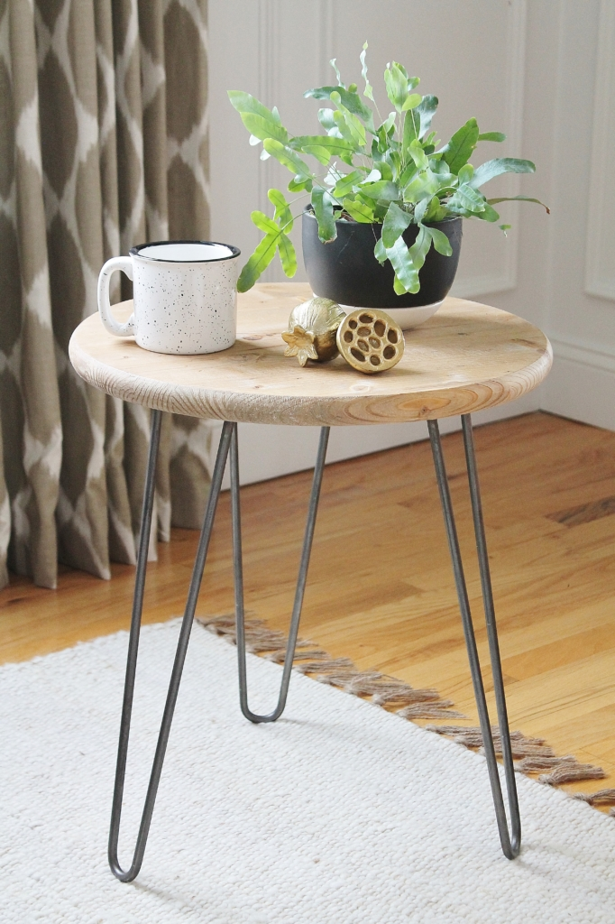 This IKEA side table is a perfect modern farmhouse style and it's a very simple DIY that takes less than an hour
