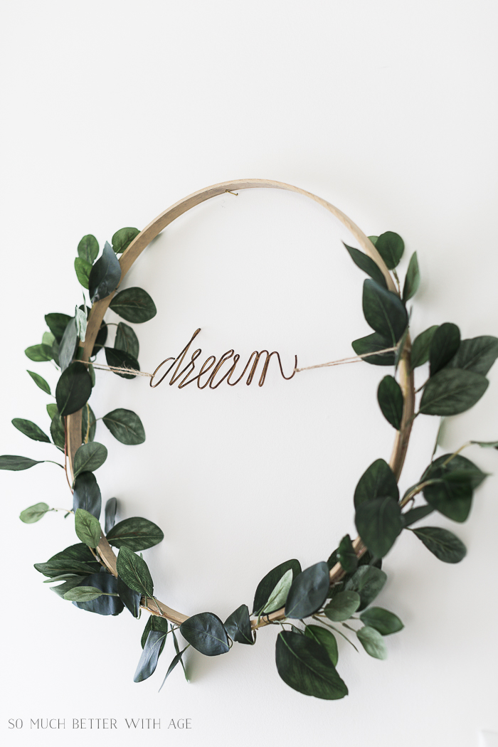 This simple DIY wreath is a perfect summer touch with one simple strand of ivy