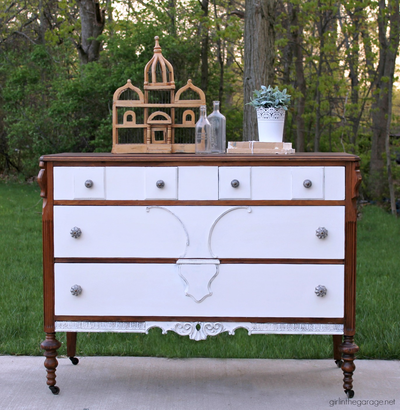 The drawers of this dresser were painted white with the frame left as a dark brown, giving it a gorgeous refreshed look