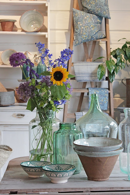 These different vases add a rustic element to this farmhouse kitchen table.