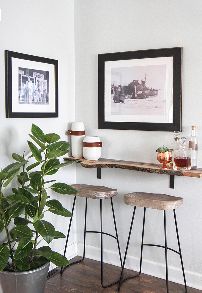 This little bar nook has a quaint farmhouse style to it