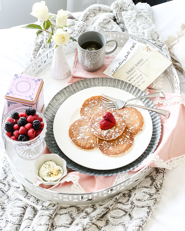 This vintage serving tray is perfect for breakfast in bed on a lazy sunday morning