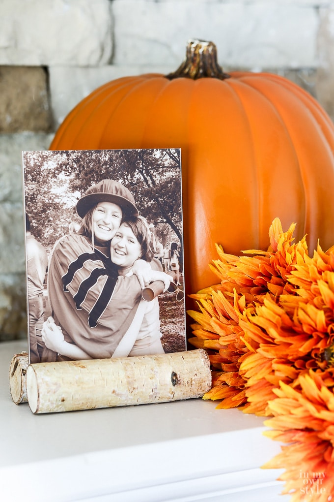 This fall themed photo frame made from two pieces of wood is rustic.