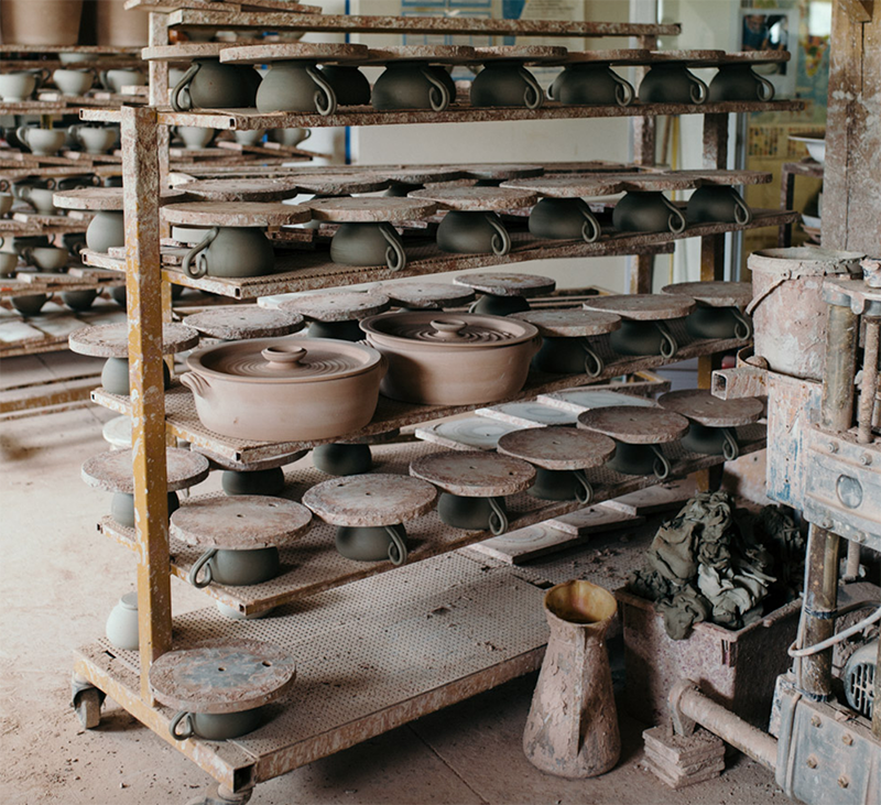 Come and take a look into a French Potter's Day!