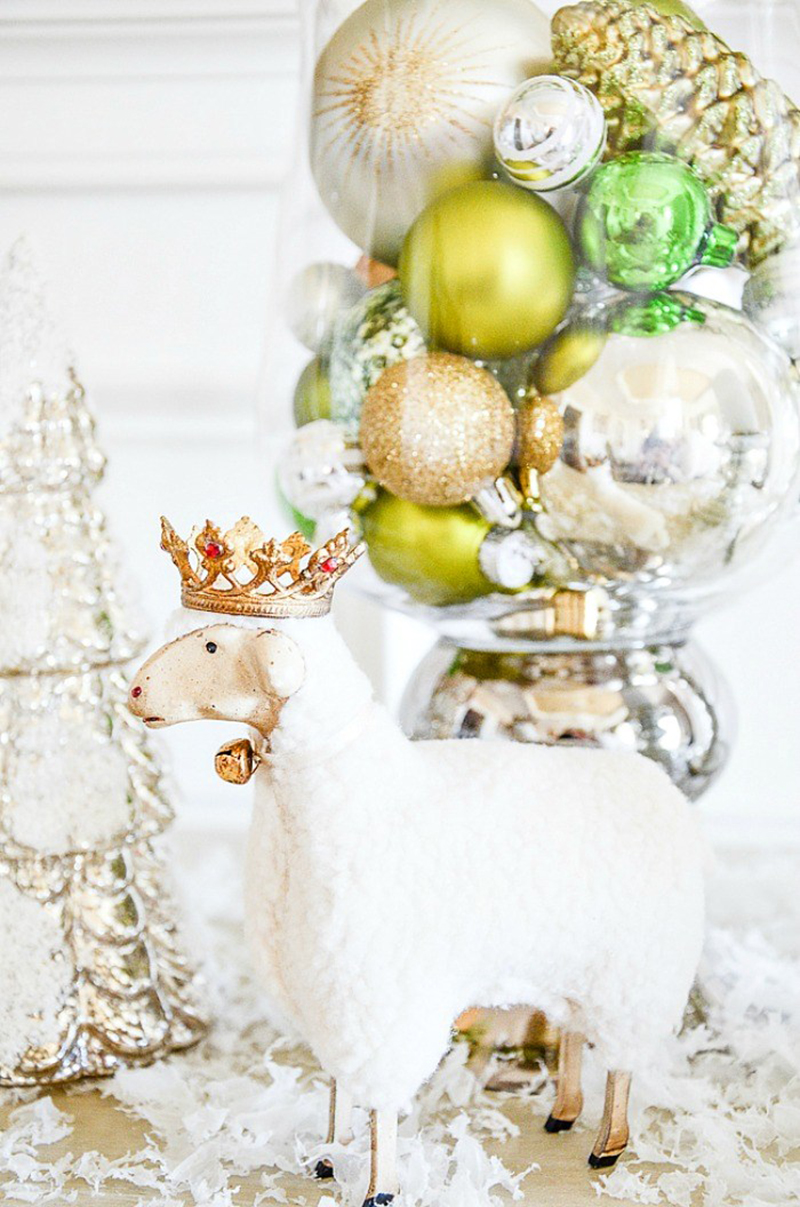 Shiny and New Holiday Farmhouse Home Decor and DIYS are waiting for you!  I am sure you are going to love everything you see!