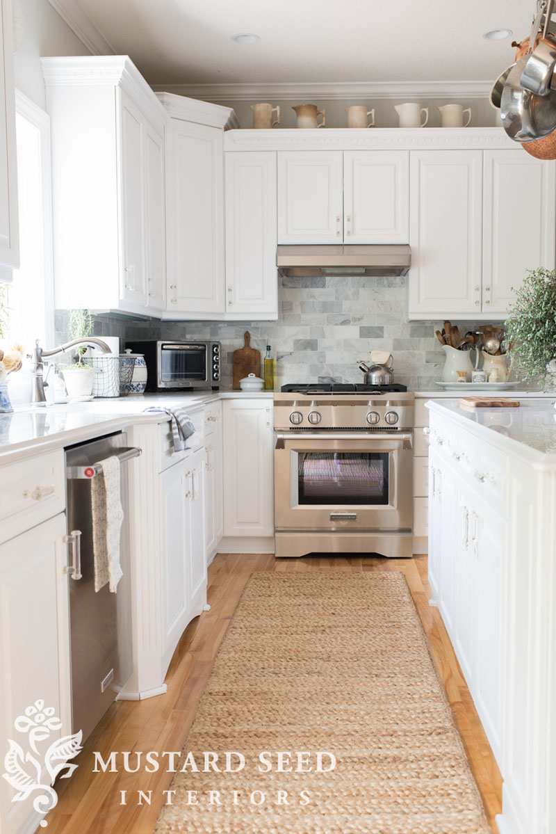 35 Fresh White Kitchen Cabinets Ideas To Brighten Your: Charming And Inexpensive Farmhouse Kitchen Updates