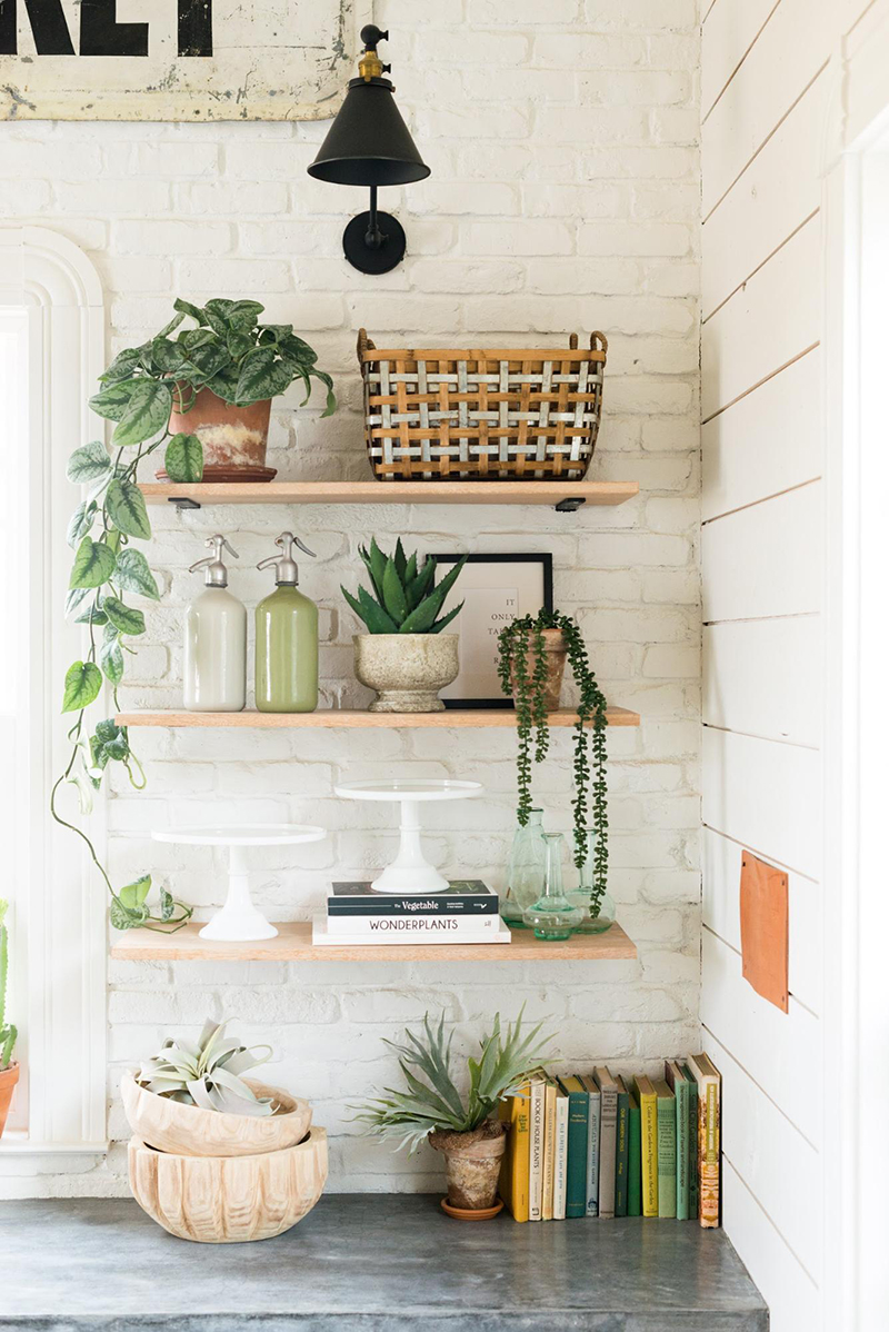 We have some Charming and Inexpensive Farmhouse Kitchen Updates for you today. A quick and easy way to give your Farmhouse Kitchen a new and fresh look!