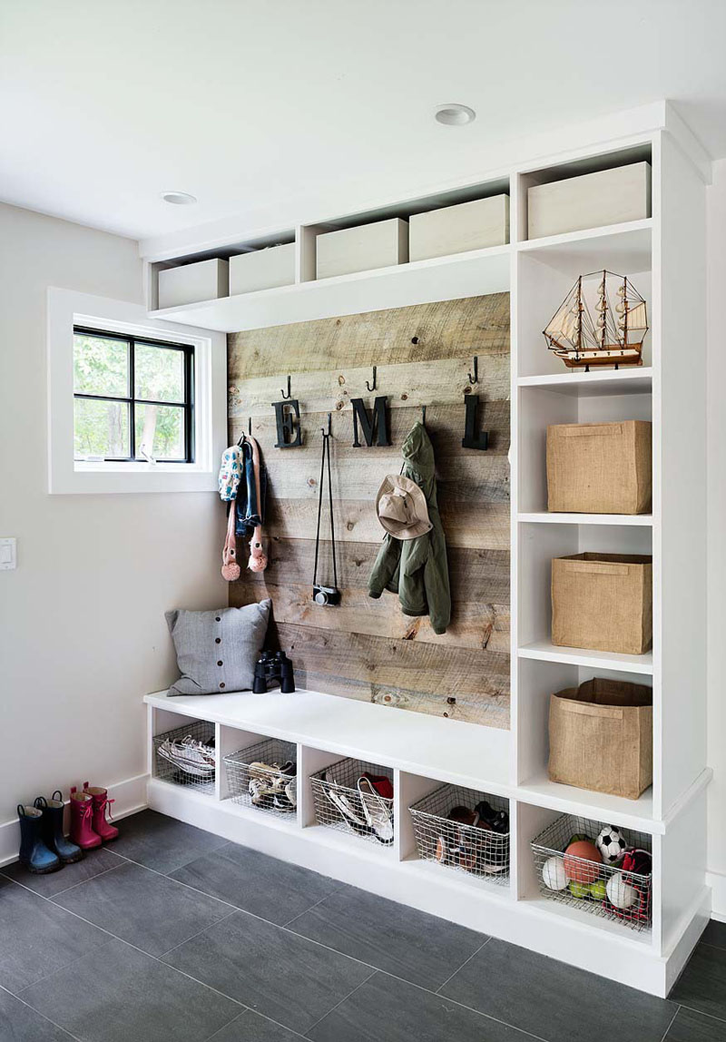 https://thecottagemarket.com/wp-content/uploads/2019/02/Farmhouse-Mudroom-1.jpg