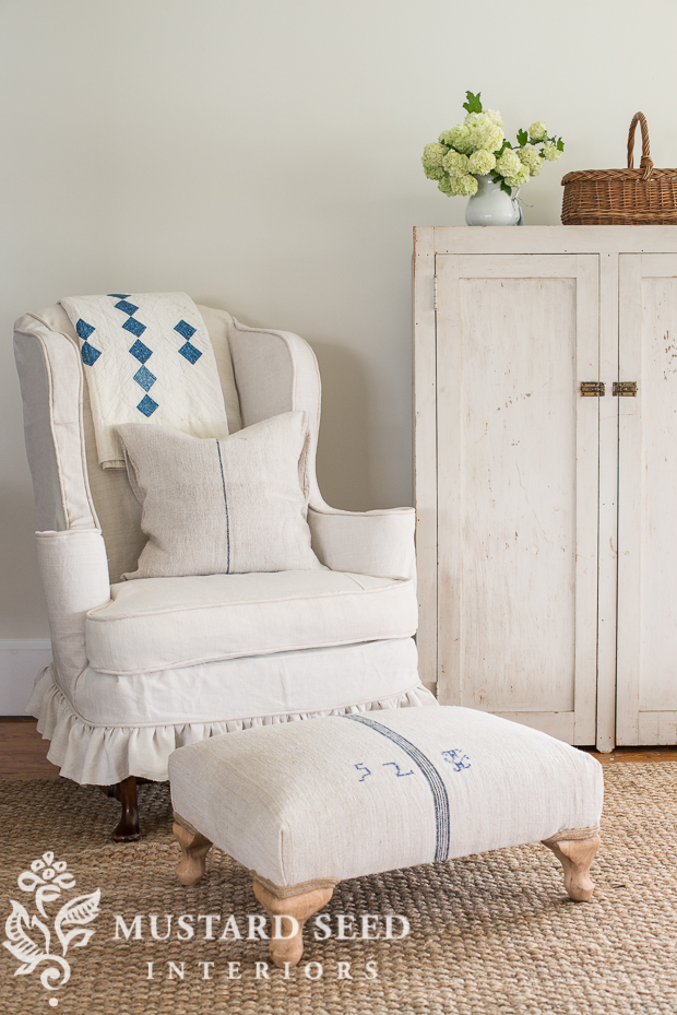 Simple Ways To Update Your Farmhouse Living Room