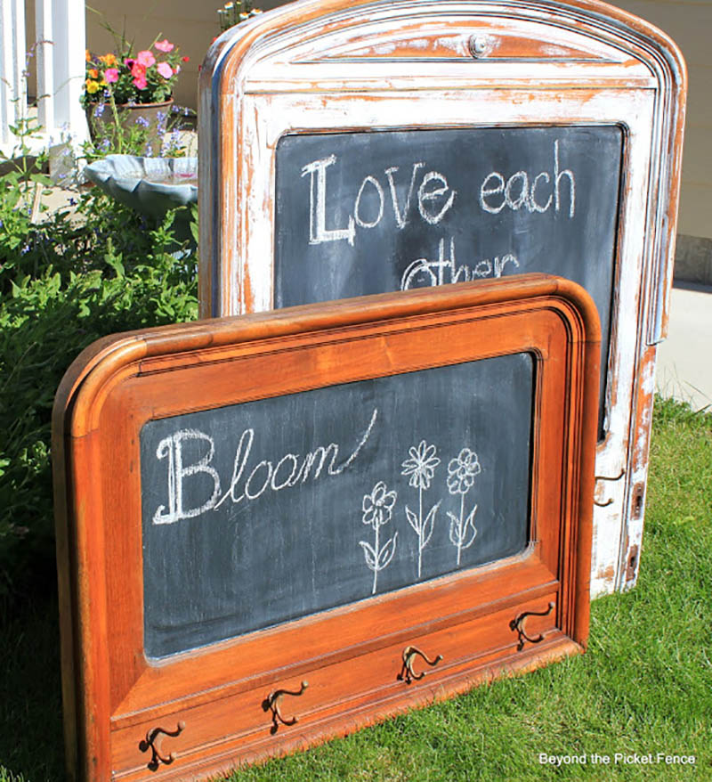 Fabulous and Charming Farmhouse DIY Chalkboards that will get you organized in style. Quick and Easy Farmhouse DIY Chalkboards to make and Budget Friendly!