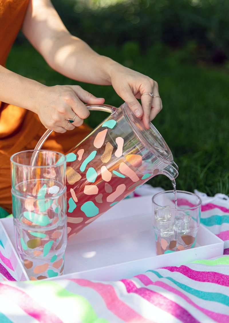 Check out some Fresh and Fabulous Crafts To Make This Weekend. So many colorful DIY Crafts are waiting for you to choose from. One is perfect to make this weekend!