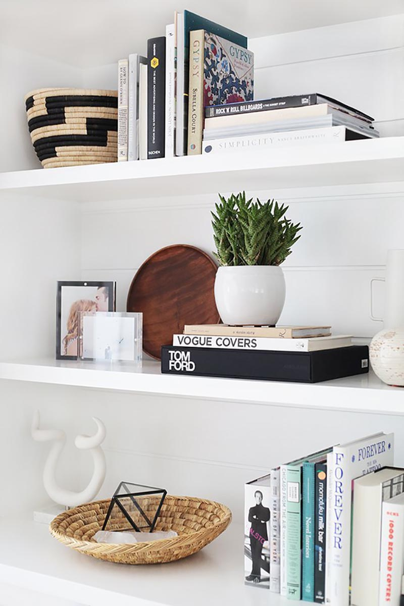 https://thecottagemarket.com/wp-content/uploads/2020/03/Styling-Shelves-2.jpg