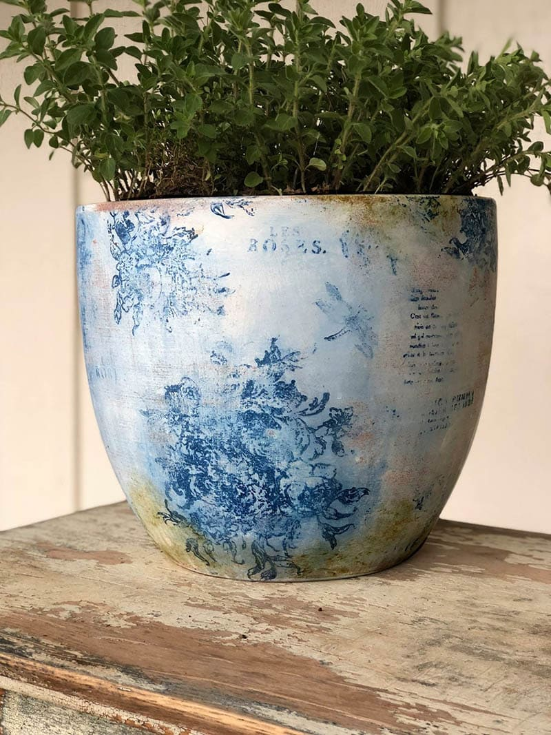 https://thecottagemarket.com/wp-content/uploads/2020/05/DIY-Farmhouse-Flower-Pots-1.jpg